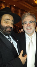Rav Moryoussef en présence du Rav Méïr Bitton, Rabbin de la Congrégation Netivot Haïm.