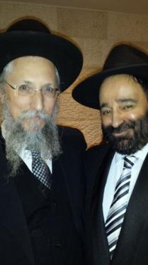 Rav Moryoussef en présence du Rav Ronen Abitbol, le rabbin de la commuanuté de Hekhal Shalom.
