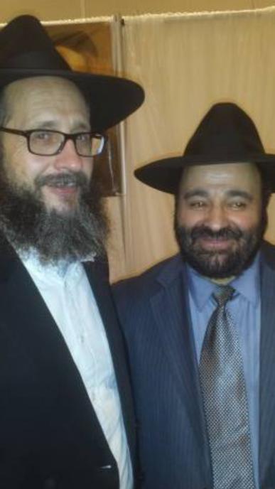 Rav Moryoussef en présence du Rav Dynovitz un conférencier internationale