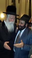 Rav Moryoussef en présence du Rav Grossman, le fondateur de Migdal Ohr