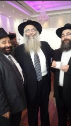 Rav Moryoussef en compagnie du Rav Chalom Chriqui Rabbin du Centre Chabad de Van Horne (qui se trouve au milieu de la photo) et Rav Itshak Cohen, Rabbin de la synaguogue Nahar Shalom à Montréal.